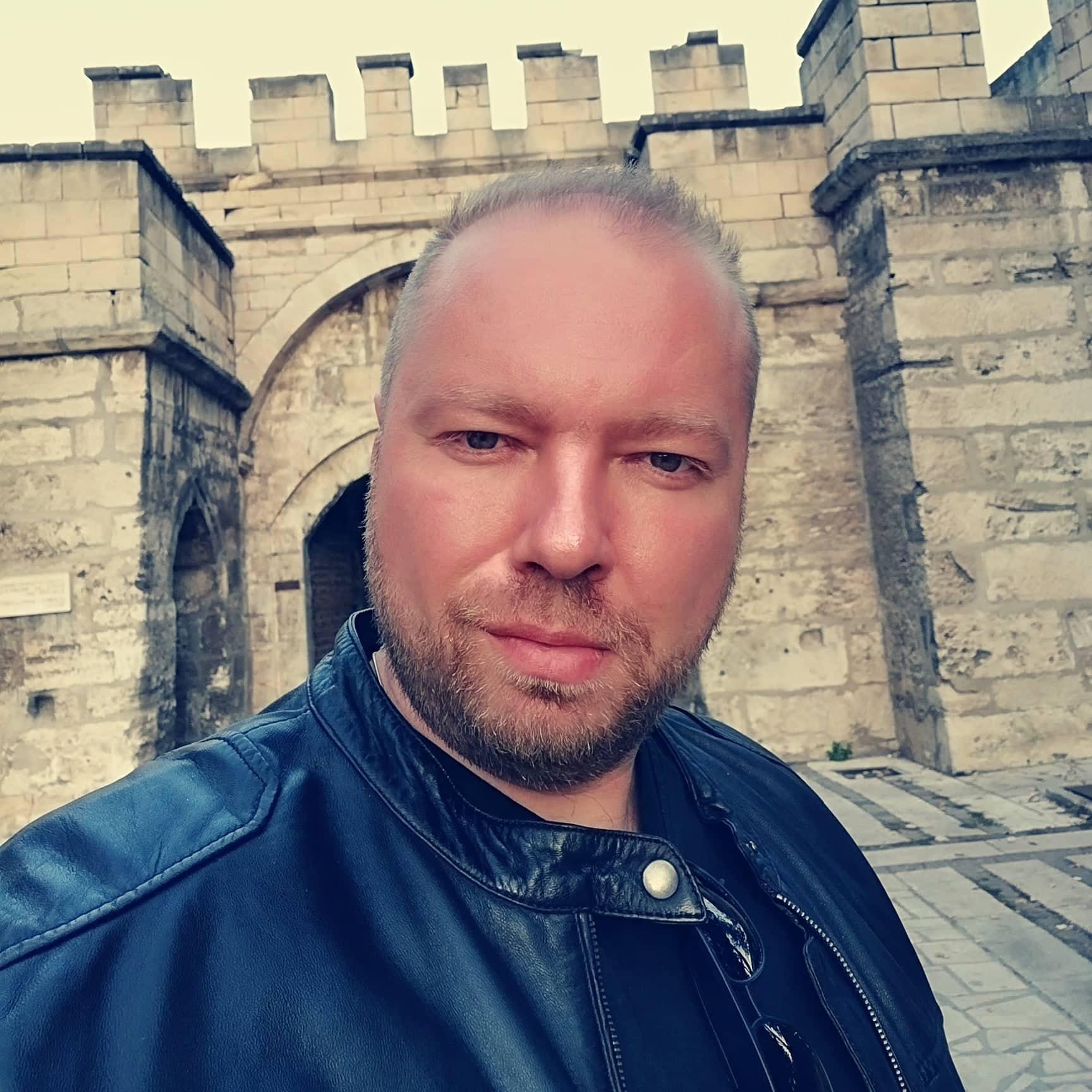 Петър Костов