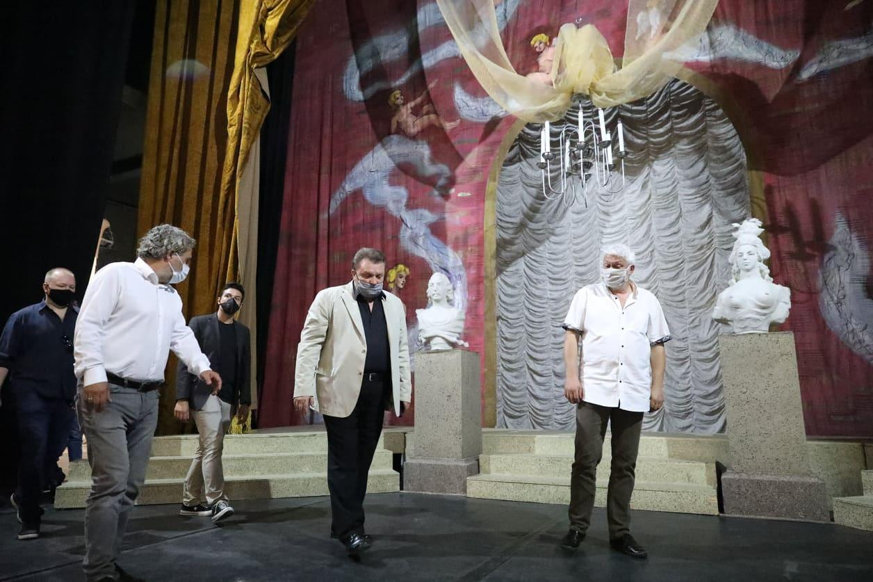 Работно посещение на министър Боил Банов в Държавна опера – Русе !